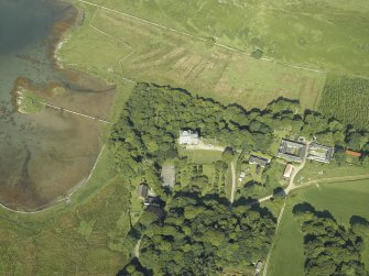 Oblique aerial view centred on the castle and the farmstead, taken from the E.