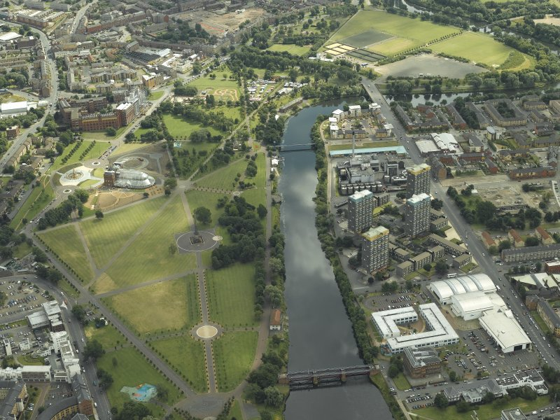 General oblique aerial view of the museum, factory and Glasgow Green, taken from the NW.