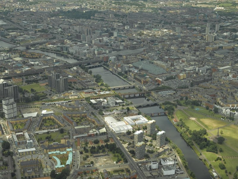 General oblique aerial view of the city centre looking along the river, taken from the SE.