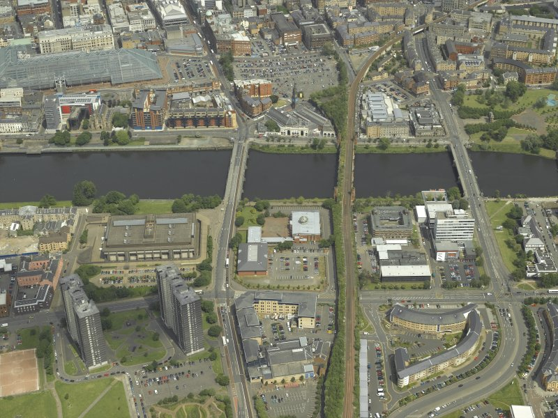 General oblique aerial view centred on the river and bridges, taken from the SSW.
