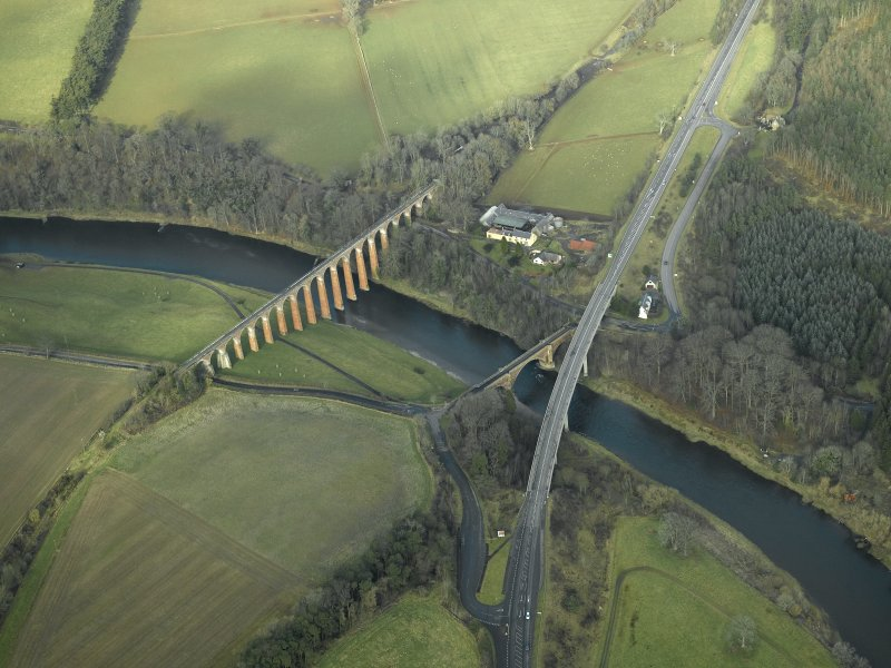 Oblique aerial view centred on the Leaderfoot railway viaduct, Drygrange Bridge and new road bridge, taken from the SE.