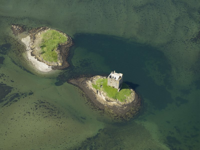 Oblique aerial view centred on the castle, taken from the E.