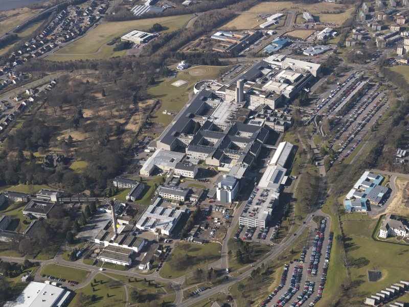 Oblique aerial view centred on the hospital, taken from the E.