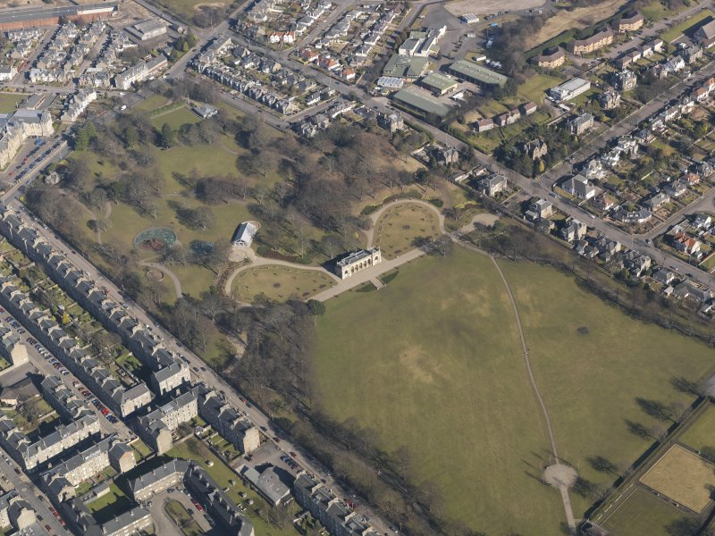 Oblique aerial view centred on the public park, taken from the SW.