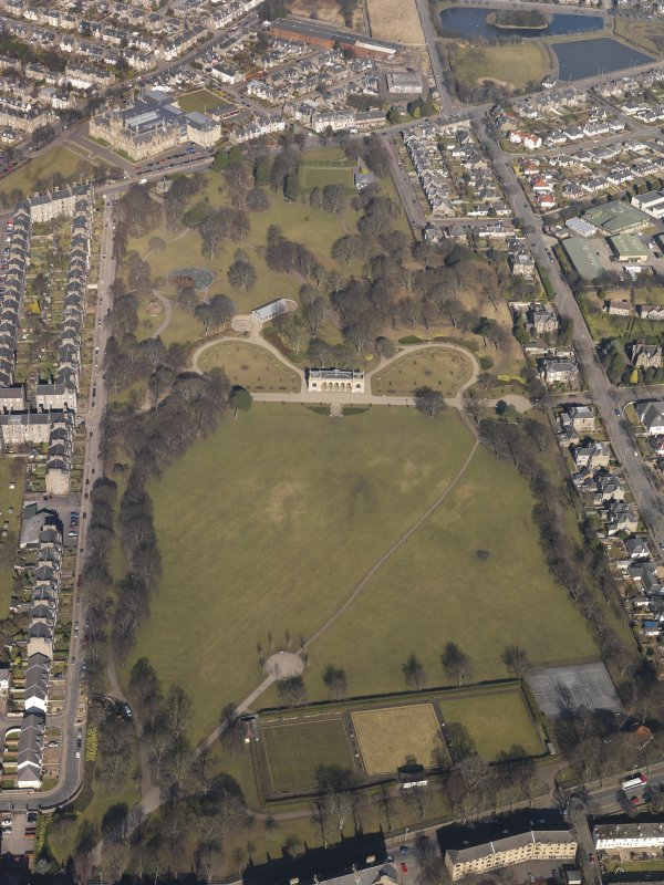 Oblique aerial view centred on the public park, taken from the SSE.