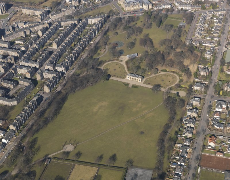 Oblique aerial view centred on the public park, taken from the SE.