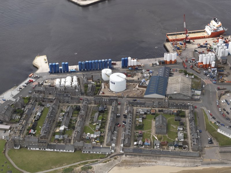 Oblique aerial view of Aberdeen Harbour, looking to the SW.