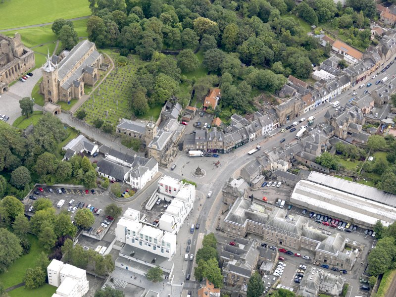 Oblique aerial view of Linlithgow High Street, centred on the market cross, taken from the WSW.