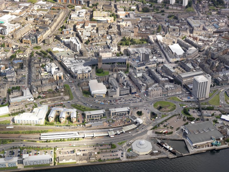 General oblique aerial view of Dundee, centred on the harbour and Discovery Point, taken from the SE.