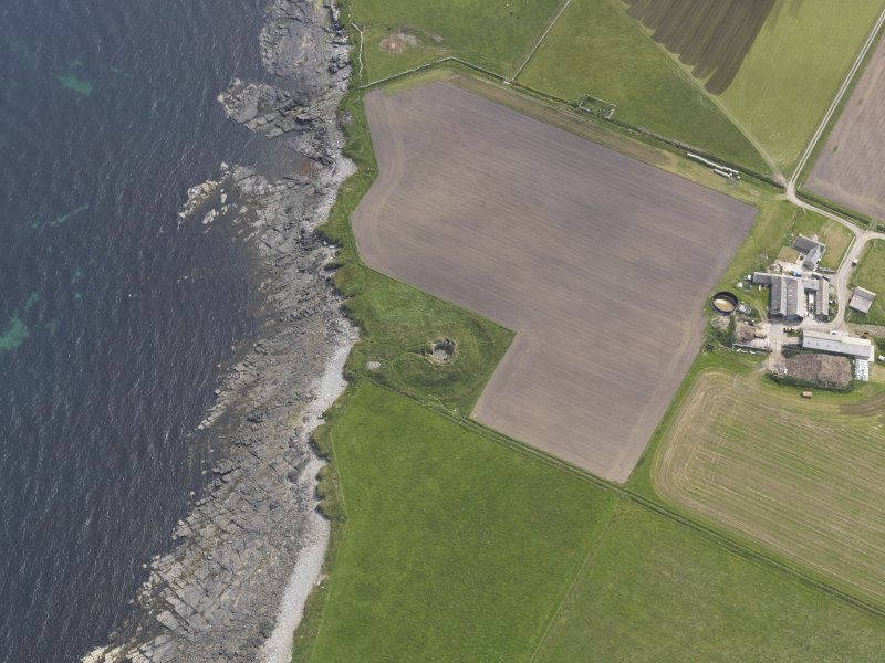 Oblique aerial view centred on the Hillock of Burroughston broch, looking S.
