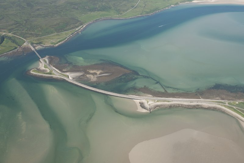 Oblique aerial view of Kyle of Tongue Bridge and the causeway, looking to the NW.