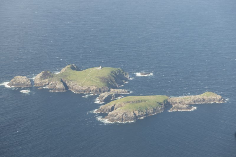 General oblique aerial view of Eilean Mor and Eilean Tighe, looking to the N.