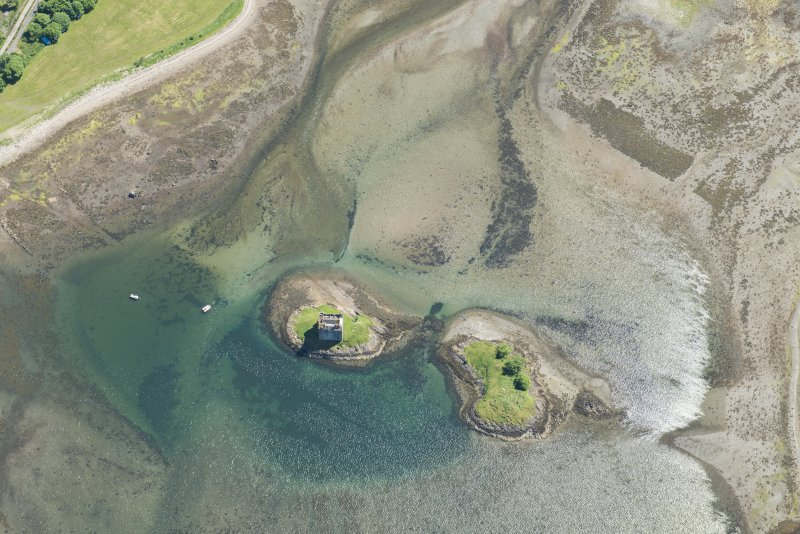 Oblique aerial view of Castle Stalker and the kelp grids, looking SSE.