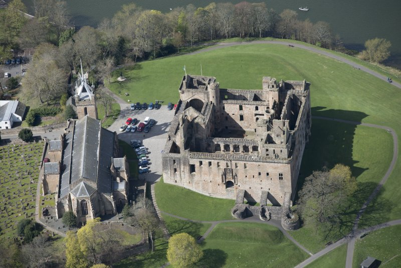 Oblique aerial view of Linlithgow Palace and St Michael's Church, looking W.