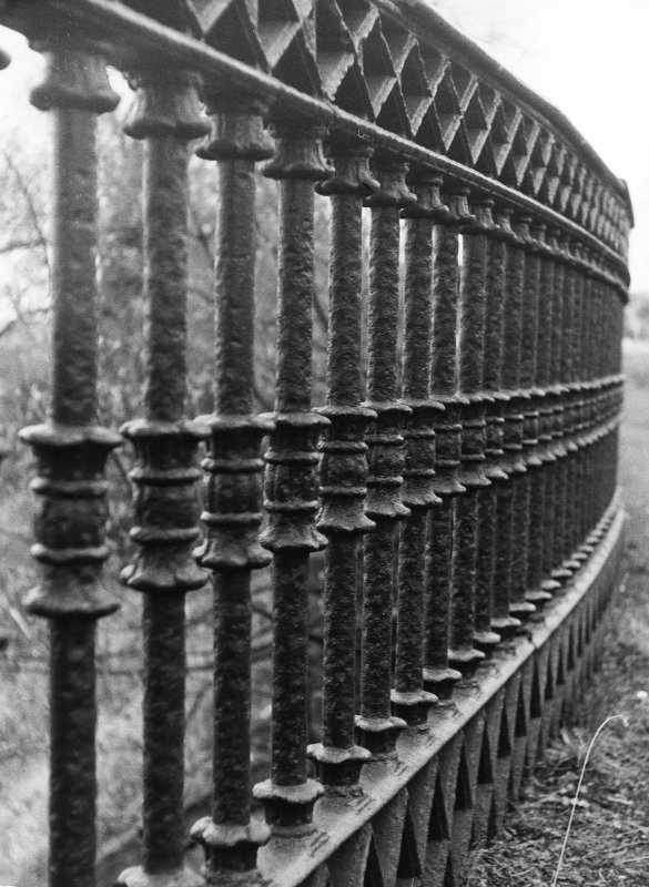 Forth and Clyde Canal, Luggie Water Aqueduct, view of railings.