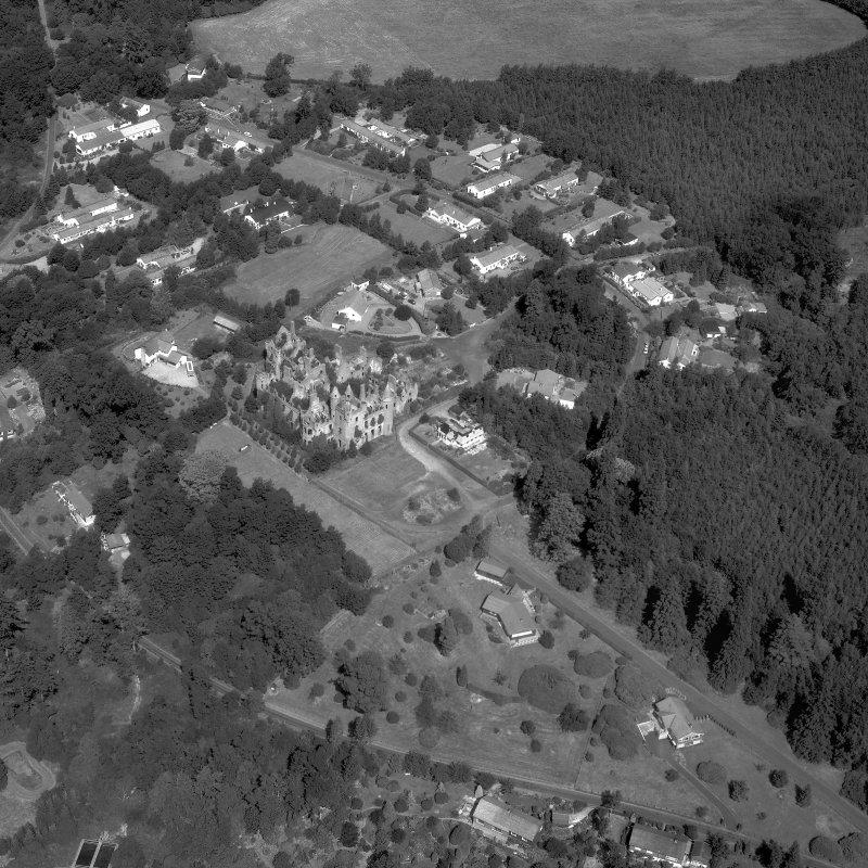 Oblique aerial view of Buchanan Castle