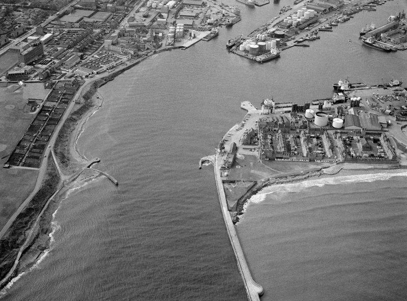 General oblique aerial view centred on Aberdeen harbour, looking to the WSW.