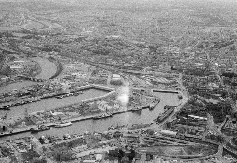 Oblique aerial view centred on Aberdeen Harbour and Docks, looking to the SW.