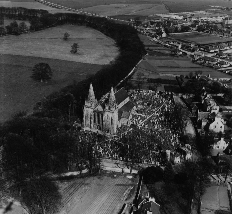 St Machar's Cathedral, The Chanonry and Seaton Park, Aberdeen.  Oblique aerial photograph taken facing east.  This image has been produced from a print.