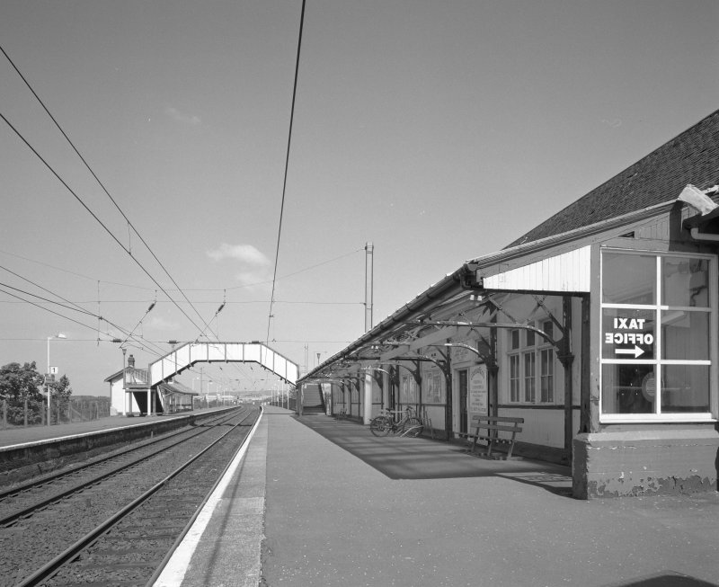 View from S along the platform.