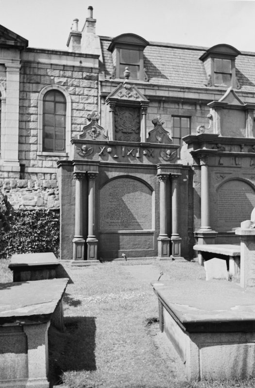 Aberdeen, Union Street, East Church of St Nicholas Grave Yard General view of funerary monument.
