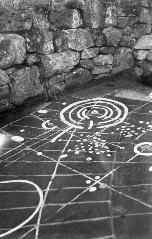 Site photograph : detail of cup and ring markings