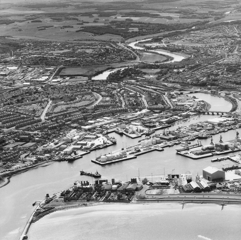 Aberdeen, City Centre, Footdee, Hall Russell, Espanade, Harbour, Victoria Bridge. Aerial view of City Centre.