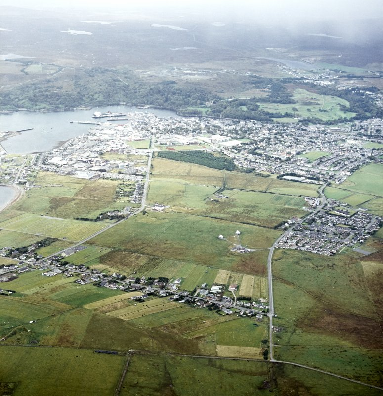 Oblique aerial view centred on the township with the town adjacent, taken from the E.