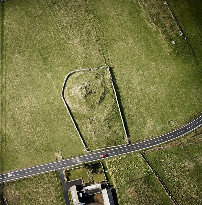 Oblique aerial view centred on the remains of the broch taken, from the NE.