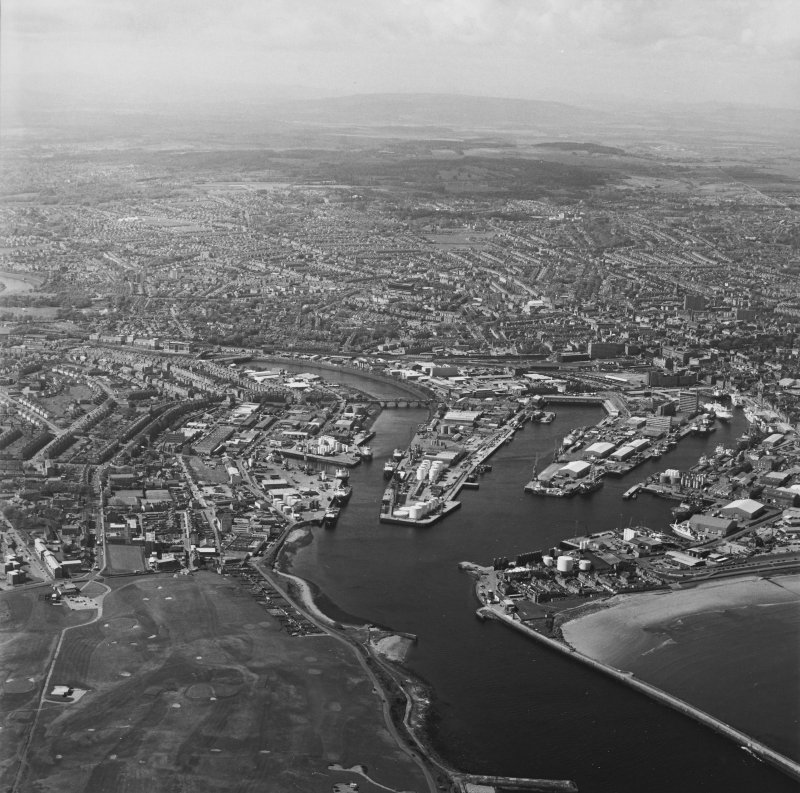 Oblique aerial view centred on the harbour, taken from the E.