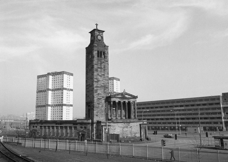 Glasgow, 1 Caledonia Road, Caledonia Road Church General view with Gorbals tower blocks in the background