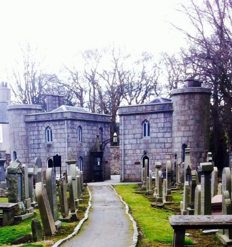 In 1832 the Cathedral entrance lodges and gates were reconstructed, a new session house built and the North aisle were altered by architect John Smith who was appointed the first City Architect of Aberdeen in 1824.