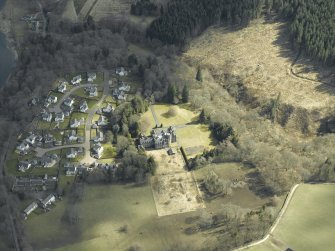 Oblique aerial view centred on the country house and housing estate, taken from the W.