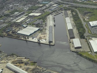 Oblique aerial view centred on the dock, taken from the N.