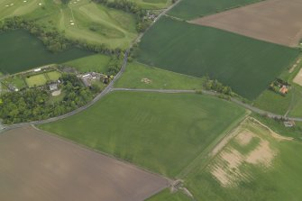 Oblique aerial view centred on the cropmarks of the rig with the country house, walled garden and cropmarks of the possible enclosure adjacent, taken from the SSW.