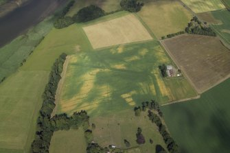 Oblique aerial view centred on the cropmarks of the Roman fortress with the farmhouse and farmsteading adjacent, taken form the W.