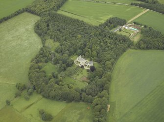 Oblique aerial view centred on the country house with the farmhouse, farmsteading and granary adjacent, taken from the SE.
