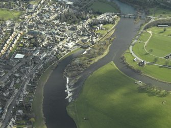 General oblique aerial view centred on the Kelso cauld (weir) with Kelso in the background, taken from the NNW.