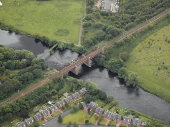 Oblique aerial view centred on the bridge, taken from the NNE.