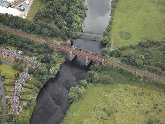 Oblique aerial view centred on the bridge, taken from the NNW.