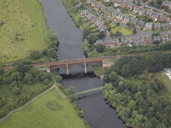 Oblique aerial view centred on the bridge, taken from the S.