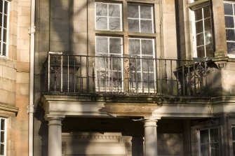 Glasgow 8 lowther terrace canmore for Balcony thesaurus