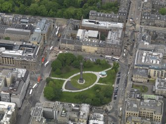 Oblique aerial view centred on the Square, taken from the S.