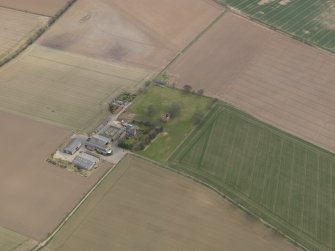 General oblique aerial view centred on the remains of the tower-house with the farmstead adjacent, taken from the NW.