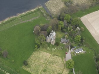 Oblique aerial view centred on the castle with the custodian's house adjacent, taken from the SSW.