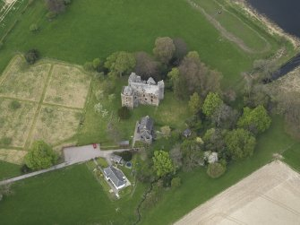 Oblique aerial view centred on the castle with the custodian's house adjacent, taken from the SE.