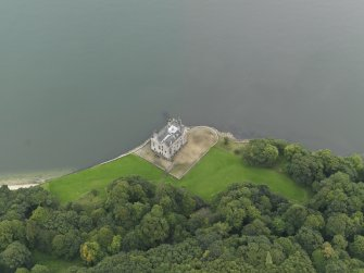 Oblique aerial view centred on the Castle, taken from the S.