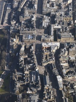 General oblique aerial view centred on theLawnmarket, taken from the WSW