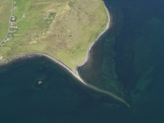 Oblique aerial view centred on the fish trap, taken from the SW.