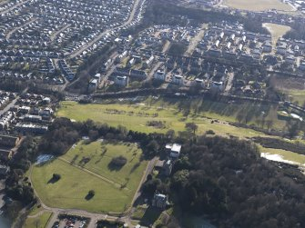Oblique aerial view of the green in front of South Craig House with part of Mechants of Edinburgh Golf course beyond, looking SSE.